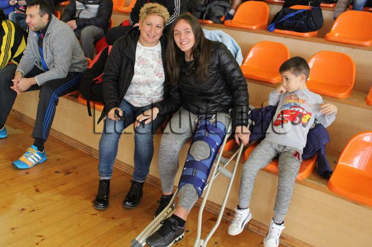Василена Шомова с тежка контузия, предстои й операция